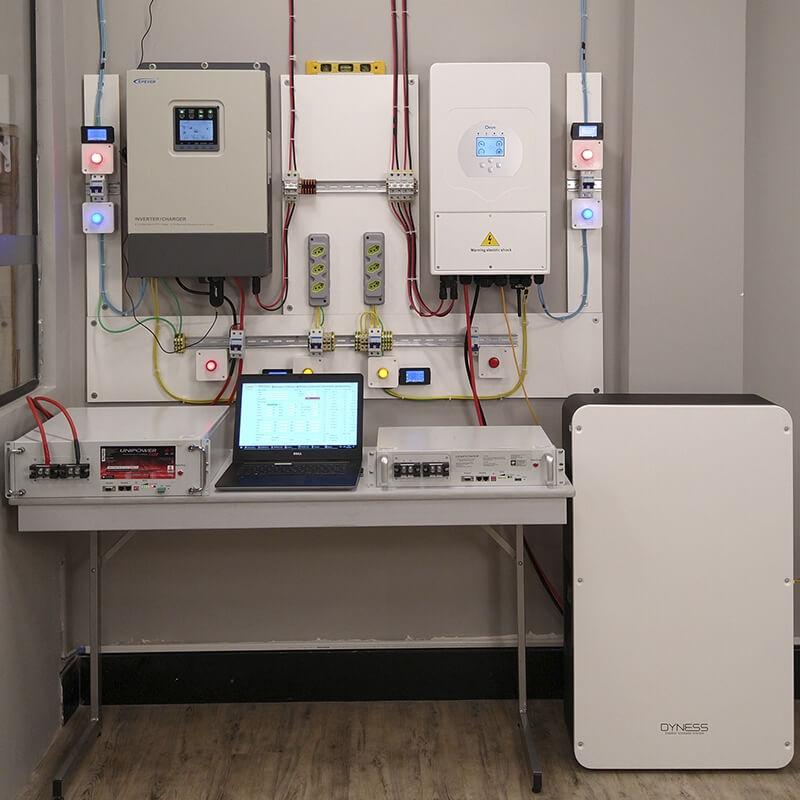 Laboratório do Curso de Energia Solar - Sistemas Híbridos com Bateria